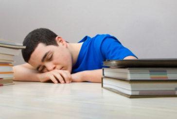 I maschi sopportano meno carenza di sonno e la pagella ne risente