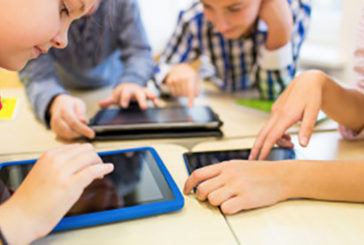 Pericolo sindrome occhio secco da smartphone per bambini