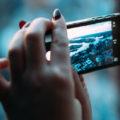 Smartphone le donne sono piu a rischio dipendenza
