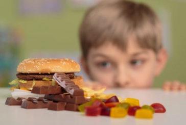 Ue chiede di limitare l'esposizione di bambini a pubblicità cibo spazzatura