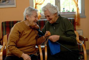 Demenza: un'ora di socializzazione a settimana migliora la vita dei pazienti