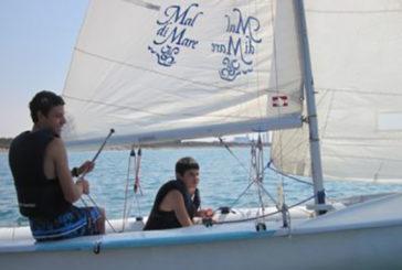 Livio, a 10 anni non vede ma riesce a portare una barca a vela