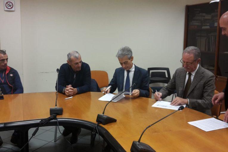 è stato firmato a Siena l'aggiornamento dell'accordo aziendale sull'assistenza integrativa tra l'Azienda USL Toscana Sudest e le organizzazioni sindacali delle farmacie pubbliche e di quelle private delle province di Arezzo, Grosseto e Siena.