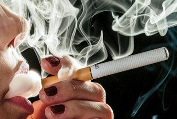 Sigarette elettroniche non aiutano a smettere