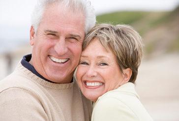 Denti sani aiutano gli anziani a restare in compagnia