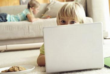 Telefono Azzurro e 10 consigli se bimbi restano più tempo soli in casa