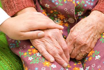 Dopo 45 anni si diventa più altruisti. Appagati se altri sono felici