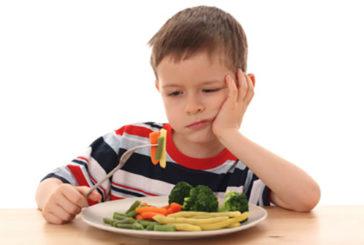 Se i bambini fanno gli schizzinosi a tavola è perché vi imitano