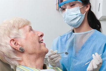 Cure dentistiche anziani migliorano salute fisica e mentale