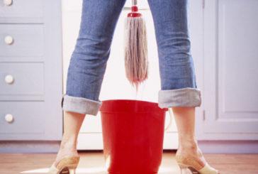 Per donne italiane 3 ore più di uomini nelle faccende casa