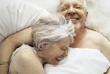 Anziani: per lei vita sessuale protegge il cuore