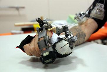 Sei quadriplegici muovono le mani, con un guanto hi-tech
