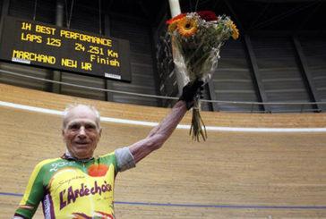 Bicicletta, a 105 anni francese stabilisce record