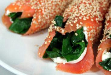 Spinaci, tacchino, salmone, cereali: una cena antistress