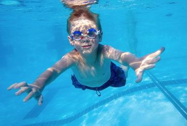Usa: lezioni di nuoto salva-vita per bimbi autistici
