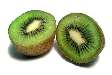 Prevenire la parodontite con due kiwi al giorno