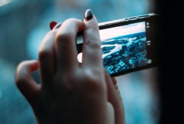 Smartphone, le donne sono più a rischio dipendenza