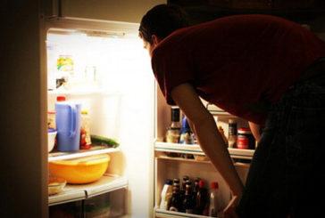 Mangiare tardi la sera influenza il metabolismo e fa ingrassare