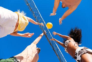 I consigli dell'esperto per evitare contusioni e traumi con gli sport estivi