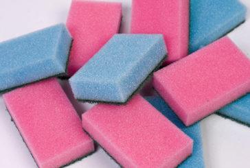 Uno studio ha analizzato i batteri delle spugne da cucina
