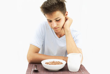 Troppi adolescenti saltano la colazione e mangiano zuccheri e grassi