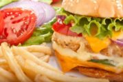 Dieta scorretta e cibo spazzatura minano fertilità maschile